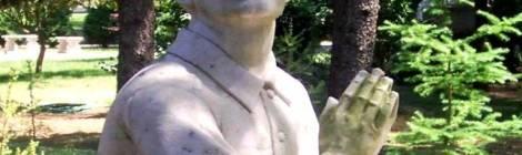 man in prayer sculpture Indiana